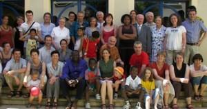 A l'occasion des engagements de membres de la Fraternité Laique Missionnaire de la province de Lyon (FLM) à Chaponost, le 26 juin 2011. La photo de famille.