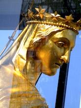La vierge dorée de la petite chapelle