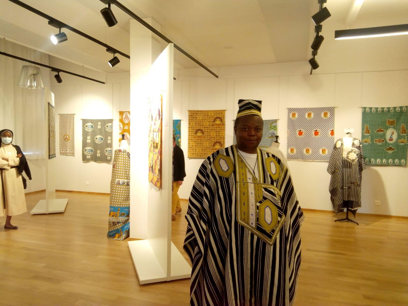 Étienne Sanda, sma en tenue traditionnelle